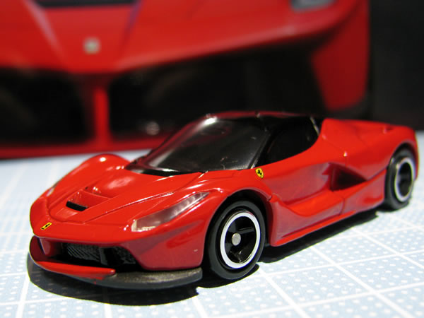 tomica_62_laferrari_red_front.jpg