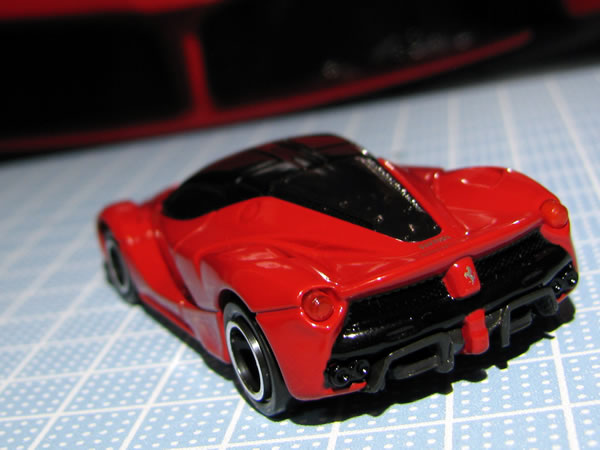 tomica_62_laferrari_red_rear.jpg