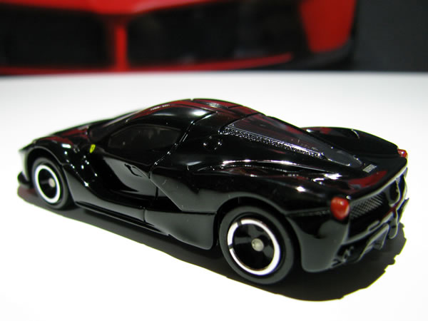 tomica_62_laferrari_shokai_black_side_rear.jpg