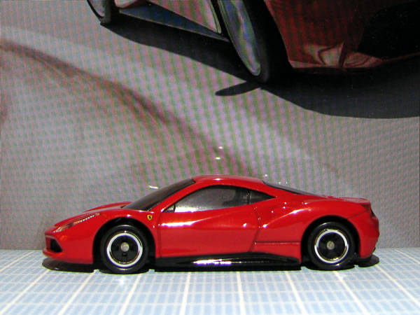 tomica_64_ferrari_488gtb_red_side.jpg