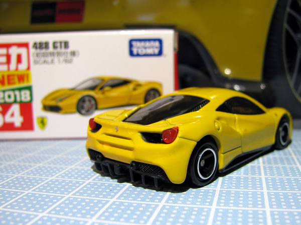 tomica_64_ferrari_488gtb_shokai_yellow_rear.jpg