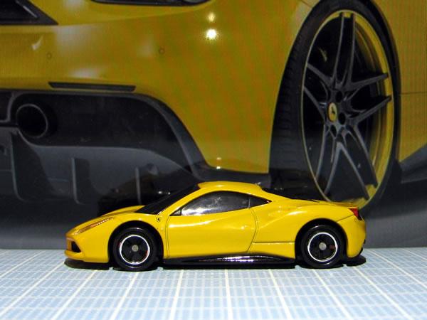 tomica_64_ferrari_488gtb_shokai_yellow_side.jpg