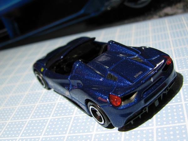 tomica_ferrari_set_488spider_rear_01.jpg