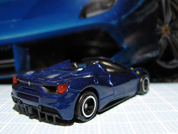 tomica_ferrari_set_488spider_rear_02.jpg