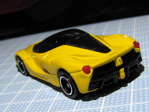 tomica_ferrari_set_laferrari_yellow_rear.jpg