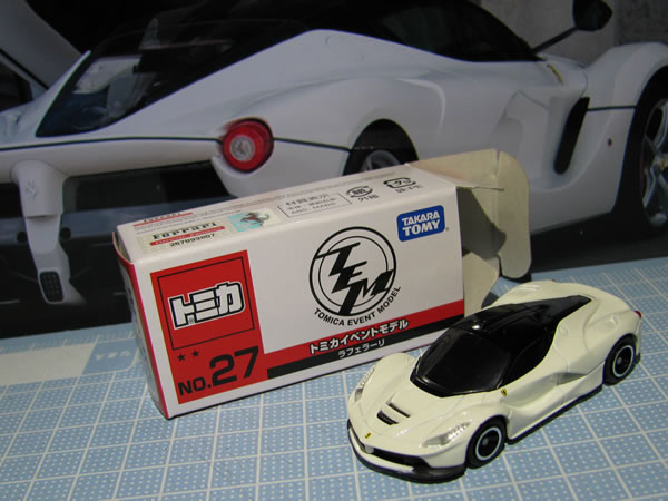 tomica_laferrari_event_white_box_02.jpg