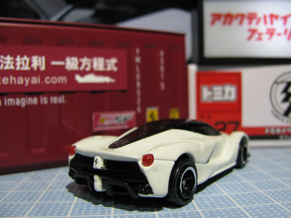 tomica_laferrari_event_white_rear_02.jpg