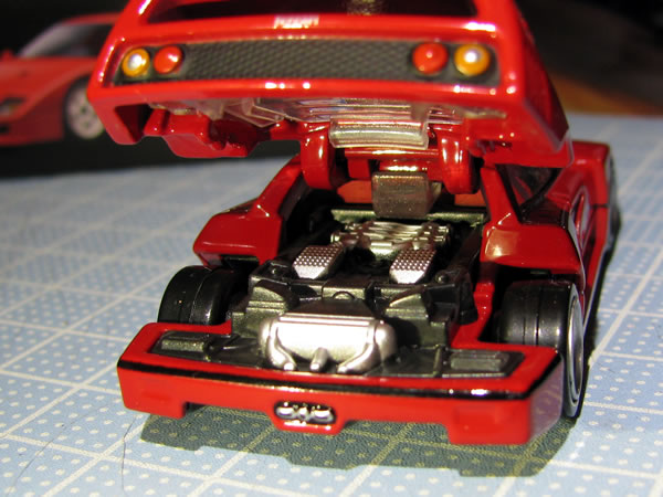 tomica_pre_31_ferrari_f40_red_engine.jpg
