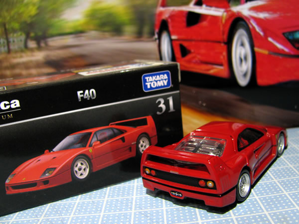 tomica_pre_31_ferrari_f40_red_rear.jpg