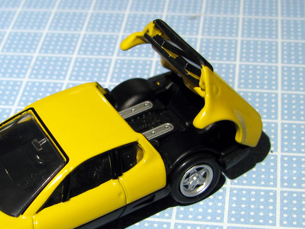tomica_pre_ferrari_512bb_shokai_yellow_rear_open.jpg