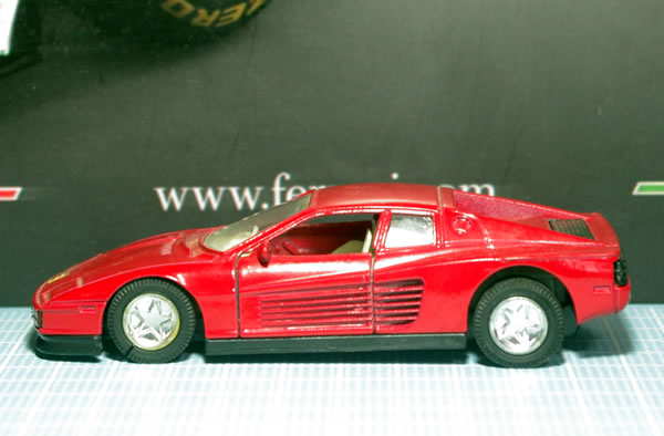 unknown_testarossa_2_red_pullback_side.jpg