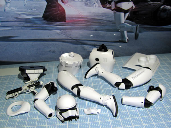 starwars_fo_trooper_head_reg_05.jpg