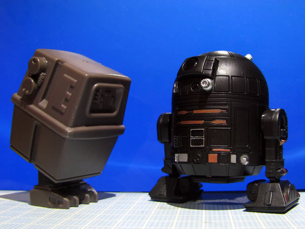 starwars_q_droid2_lineup_2shot_01.jpg